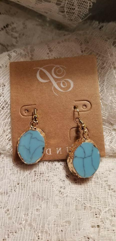 Plunder Jewelry Beautiful Turquoise set in gold color perfec